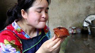 Download 苗大姐四斤五花肉,手抓大坨肉直接啃,过着神仙日子 Video