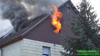 Download [FEUER IM DACHSTUHL ZÜNDET DURCH] - Flammen schlagen aus Gebäude - (Großbrand) Video