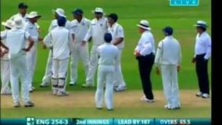 Download Ian Bell Run Out Incident MS Dhoni - India vs England 2nd Test Video