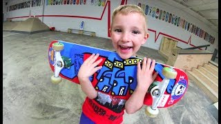 Download 5 YEAR OLD BUILDS NEW SKATEBOARD! Video