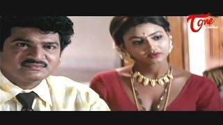 Download Purohit Enjoys Dazzling Raksha's Cleavage Show Video