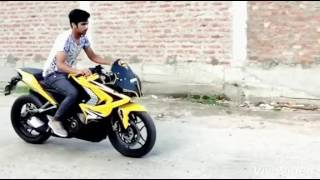 Download Wheelie on pulsar rs200 slow motion Video