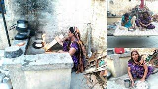 Download Indian village woman making Roti // Village life of Punjab (India) //Daily Kitchen Routine 2018 Video