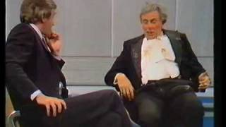 Download Sir Les Patterson (Barry Humphries) 1982. Pt. 1. Video