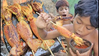 Download Primitive Technology - Grilled Squid on a rock - eating delicious Video