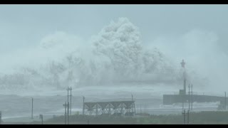 Download Monster Waves And Violent Wind - Typhoon Megi 颱風梅姬 Video
