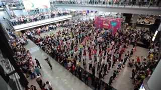Download 香港國際機場15週年快閃舞 Flash Mob Dance for the 15th Anniversary of the Hong Kong International Airport Video