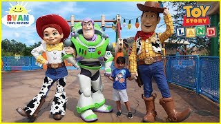 Download TOY STORY LAND Slinky Dog Dash Ride and Alien Swirling Saucers at Disney World with Ryan ToysReview! Video