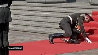Download Not for the faint-hearted? Soldier falls at Poroshenko ceremony - no comment Video