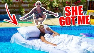 Download WAKING UP IN A POOL!!! *PRANK* Video