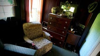Download ABANDONED HOARDER HOUSE FOUND VINTAGE CARS Video