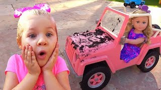 Download Diana playing Car Wash with Cleaning Toys Video