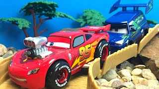 Download CAMPEONATO DE CARRERAS DISNEY PIXAR CARS - VEHICULOS DE COLLECCION RAYO MCQUEEN RAMONE SHERIFF Video