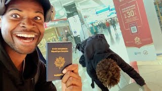 Download JE CACHE SON PASSPORT, IL RATE L'AVION #PRANK Video