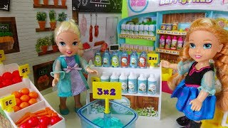 Download Elsa and Anna toddlers go shopping at the supermarket and buy toys Video