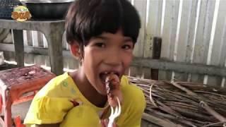 Download ″Trưa con ăn mì gói, chiều con cũng ăn mì gói, con để dành tiền mua sách!″ Video