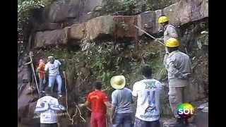 Download Sucuri de 5 metros é capturada em cachoeira Video