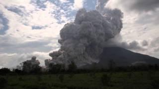 Download Volcano explosive eruption - Mt Sinabung, Sumatra, Indonesia, 31/10/2015 Video