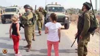 Download عهد التميمي - طفلة فلسطينية تواجه جنود الاحتلال - النبي صالح 2012 Video