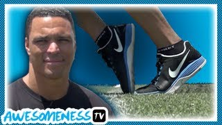 Download How to Toe Tap in Football with NFL Pro Tony Gonzalez - How To Be Awesome Ep. 11 Video