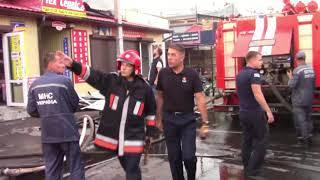 Download Полтава: рятувальники ліквідовують пожежу торгових павільйонів на території центрального ринку Video