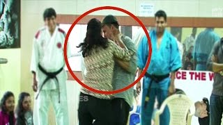 Download Akshay Kumar Beaten By Woman In Public To Show Self Defense Techniques Video