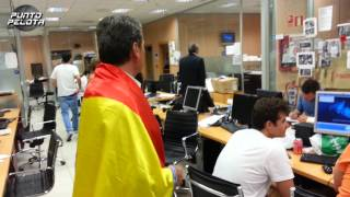 Download Miguel García intenta poner la bandera de España a Carme Barceló - @ElChiringuitoTV Video