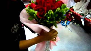 Download Wrapping a bouquet at Noel Video