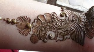 Download Best Arabic Mehendi 2013:How To Apply Henna Mehndi Tattoo On Hand/Designs Video