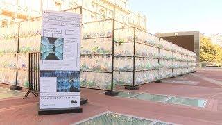 Download Crean un laberinto de botellas frente al Teatro Colón Video