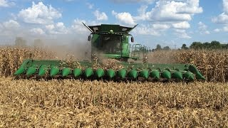Download John Deere S690 Tracked Combine with a 16 Row Corn Head Video