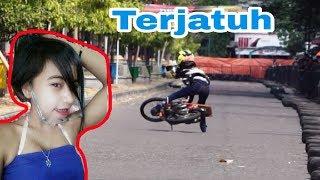 Download Detik2 Si Cantik Lepas Kendali, Joki Cewek Kinkin Drag Bike Ponorogo Video