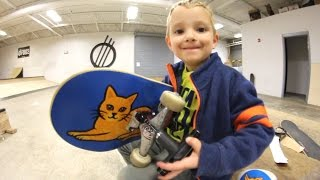 Download MY SON HELPS ASSEMBLE MY SKATEBOARD! Video