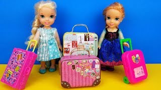 Download Vacation packing ! Elsa and Anna toddlers - shopping for luggage - suitcases - Barbie is the seller Video