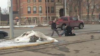 Download Bystander video shows Edmonton Good Samaritan in action Video