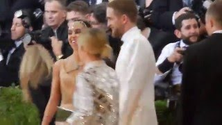 Download Robert Pattinson & FKA Twigs plus Kristen Stewart at Met Gala 2016 Video