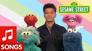 Download Sesame Street: Bruno Mars: Don't Give Up Video