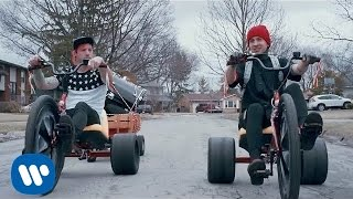 Download twenty one pilots: Stressed Out Video