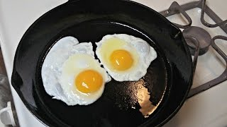 Download Cast Iron Cooking Non Stick Fried Eggs Video