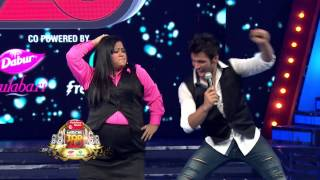 Download Bharti Singh shakes a leg with Rithvik Dhanjani at Mirchi Top 20 Countdown! Video