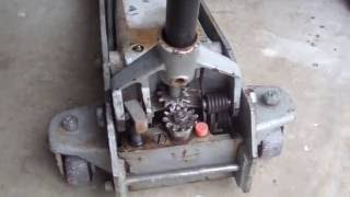 Download How to repair a floor jack that leaks fluid Video