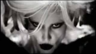 Download Gülşen - Dillere Düşeceğiz Seninle Video 2010 Video
