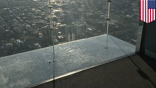 Download 103-story high glass SkyDeck ledge shatters at Willis Tower - TomoNews Video