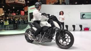 Download [CES 2017]ホンダ、自立するバイク「Honda Riding Assist」を世界初公開 #CES2017 Video