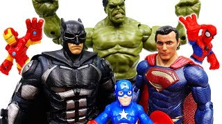 Download Superman And Batman Are Angry~! Let's Defeat Dinosaur Together - ToyMart TV Video