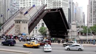 Download N. Michigan Avenue - Du Sable Bridge - Chicago Downtown Video