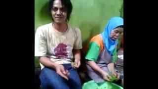 Download hot video ..... nenek di paksa untuk......... Video