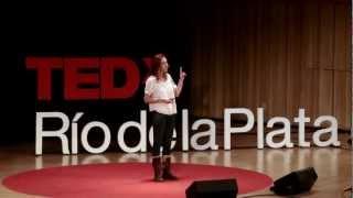 Download El corazón de una mujer puede romperse en serio | Florencia Rolandi | TEDxRiodelaPlata Video