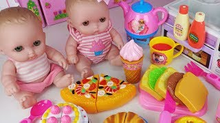 Download Baby doll and food cutting pizza Hamburger and refrigerator kitchen toys play - 토이몽 Video