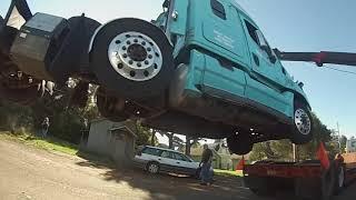 Download Freightliner deadlift onto lowboy Video
